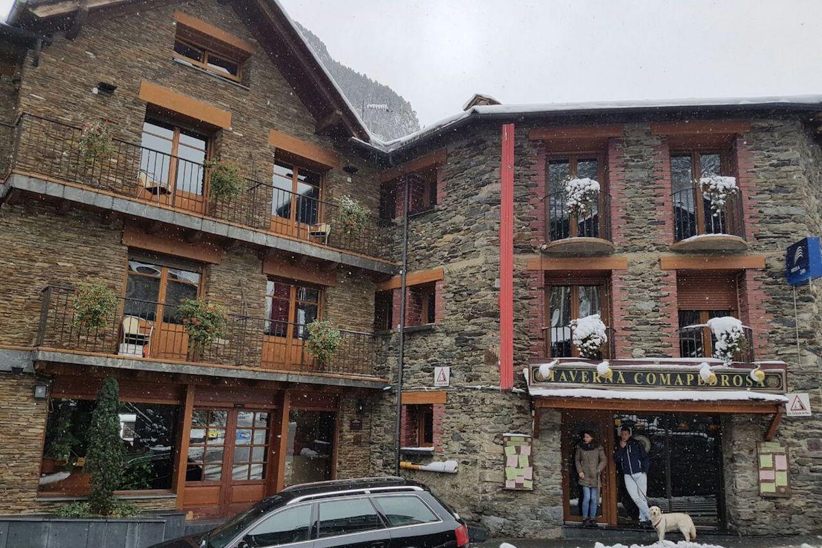 Fachada-Hotel-Comapedrosa